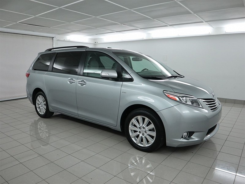 Pre-Owned 2017 Toyota Sienna 4d Wagon Limited AWD